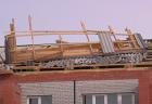 В Кисловодске со здания на территории школы ветром сорвало крышу