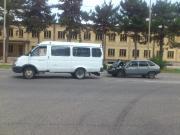 В Ессентуках двое пассажиров маршрутки пострадали при столкновении с легковушкой