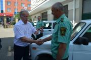В Ставрополе лучшим государственным охотничьим инспекторам вручили ключи от автомобилей